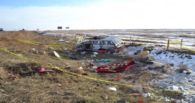 Aksarayda otomobil şarampole devrildi: 1 ölü, 1 yaralı