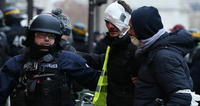 Paristeki gösteride 167 gözaltı