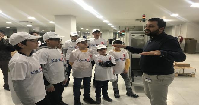Kodlama öğrenen Ağrılı çocuklar TV üretim fabrikasını gezdi