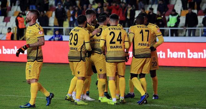 Evkur Yeni Malatyaspordan muhteşem geri dönüş