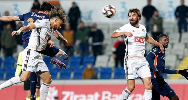 Medipol Başakşehir kupada avantajı tek golle aldı