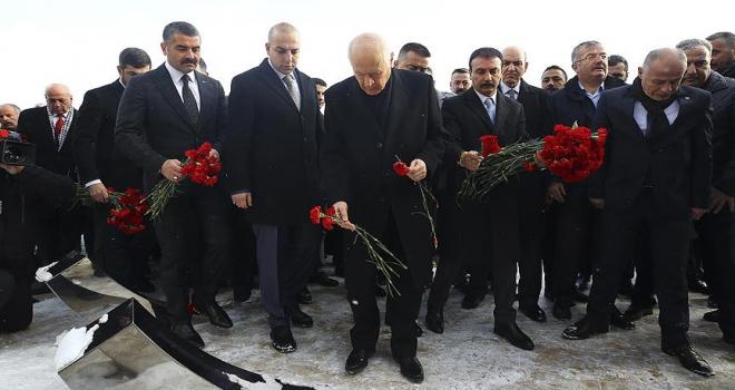MHP Genel Başkanı Bahçeli Ülkücü Şehitler Anıtını ziyaret etti