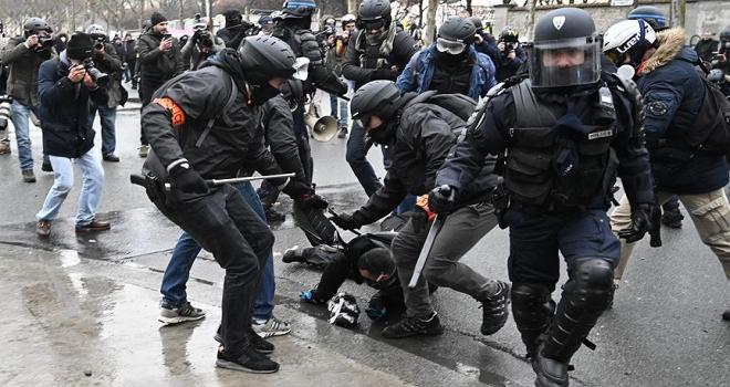 Fransada sarı yelekililer yeniden sokaklarda