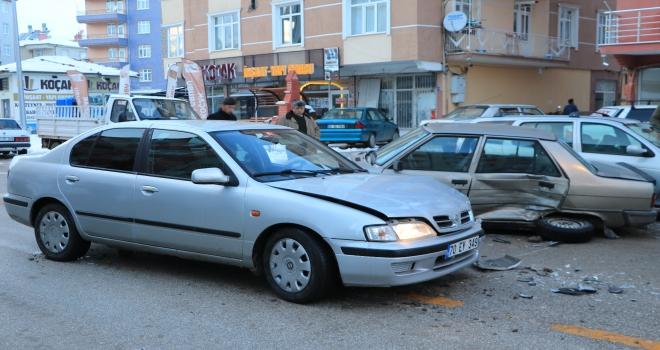 Karamanda iki otomobil çarpıştı: 2 yaralı