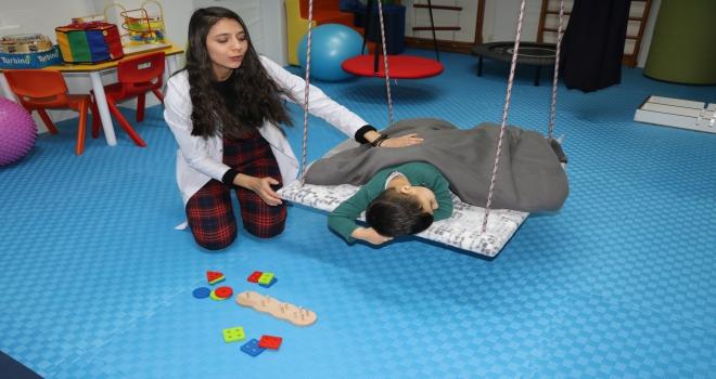 Çocuklar eğlenirken tedavi ediliyor