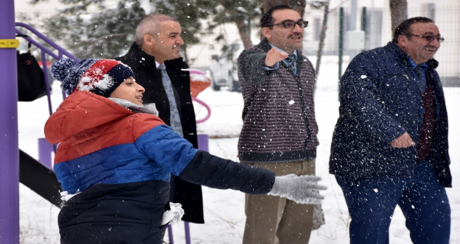 Antalyalı çocuklar Kayseride karla tanıştı