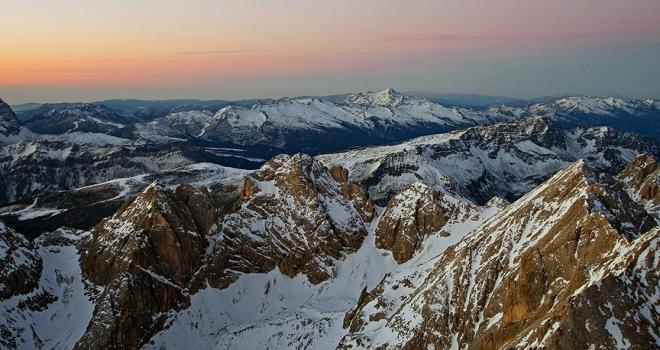 İtalyan Alplerinde uçak ve helikopter havada çarpıştı: 5 ölü, 2 yaralı