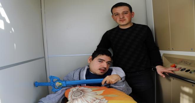 Engelli genç için özel asansör