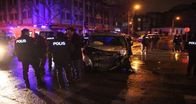 Konyada polis aracı ile ambulans çarpıştı: 5 yaralı