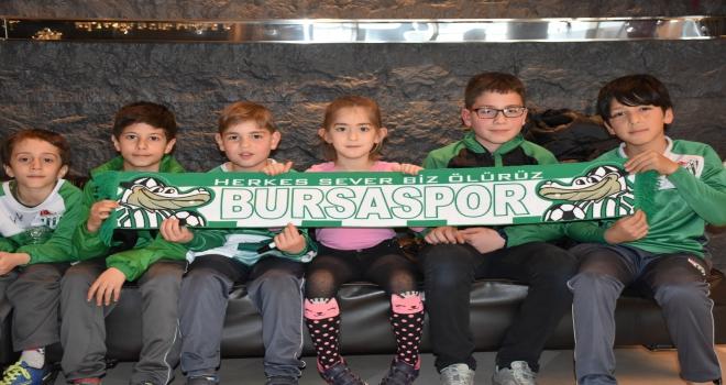 Yavru timsahlardan Bursasporlu futbolculara moral