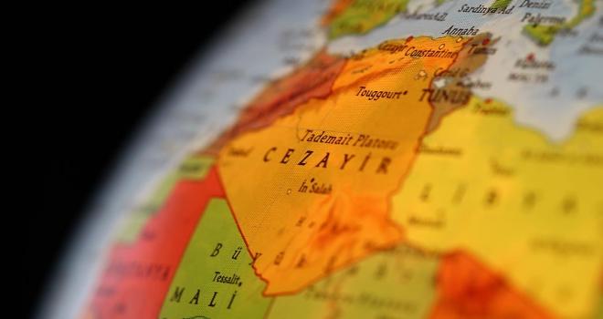 Cezayir basınında Buteflika görev süresini uzattı yorumları