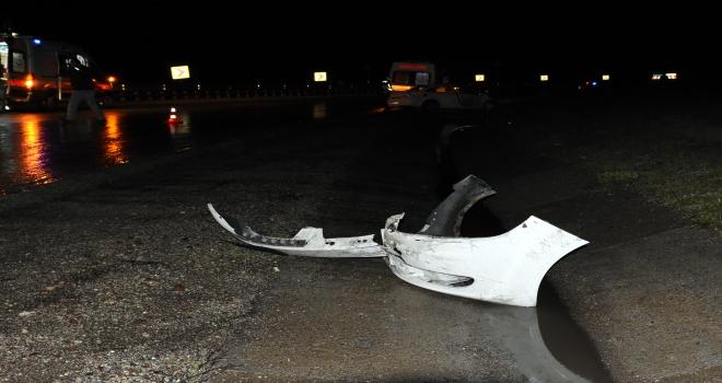 Kırıkkalede otomobil bariyerlere çarptı: 3 yaralı