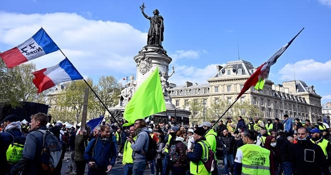 Fransada sarı yelekliler yeniden sokaklarda