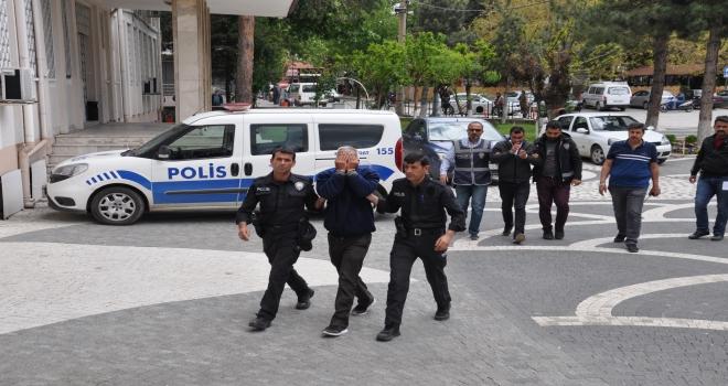 Akşehirdeki cinayet zanlısı teslim oldu