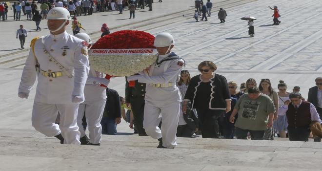 Zihinsel Özürlüler Federasyonu heyeti Anıtkabiri ziyaret etti