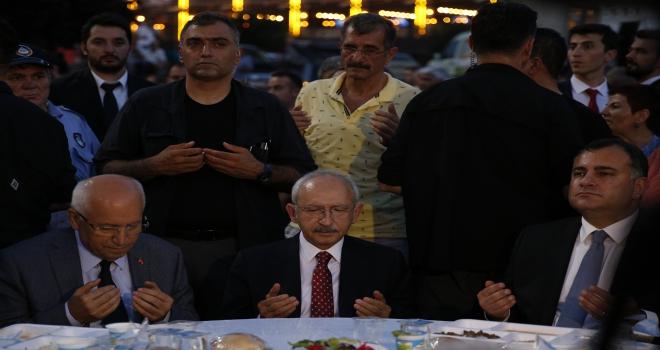 Kılıçdaroğlu, Yenimahalle Belediyesinin iftar programına katıldı