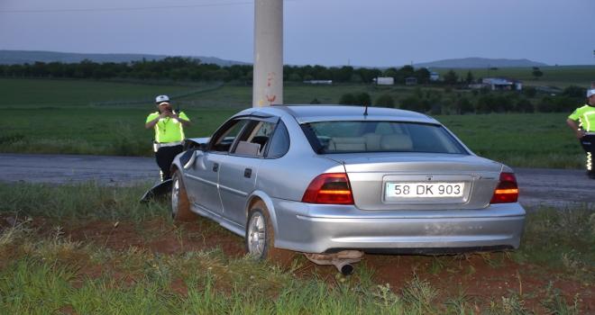 Direğe çarpan otomobil sürücüsü yaralandı
