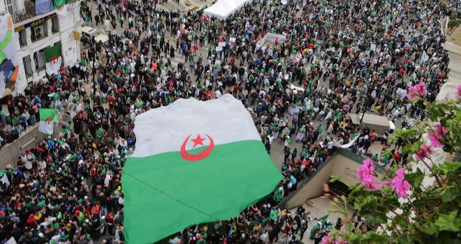 Cezayirde cumhurbaşkanlığı seçimi iptal edildi