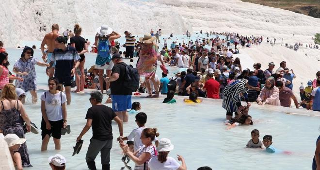 Pamukkaleyi 6 günde 80 bin turist gezdi