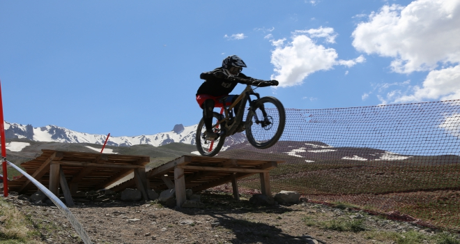 Erciyeste dağ bisikleti heyecanı