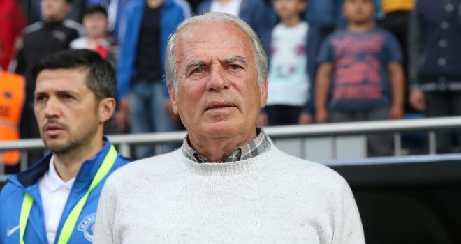 Mustafa Denizli İranın Traktör Sazi takımıyla anlaştı