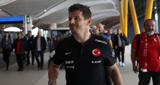 Emre Belözoğlu Fenerbahçeye dönüş yolunda