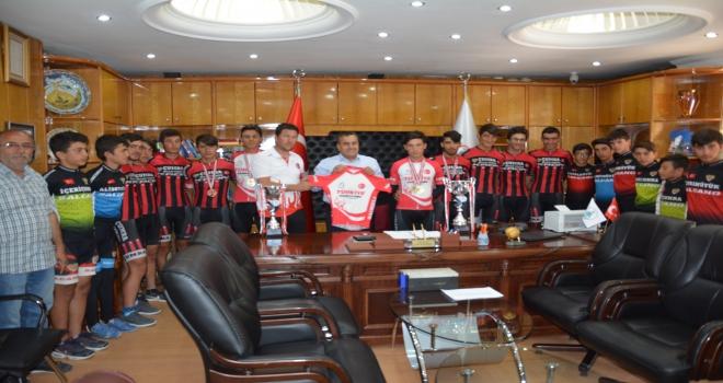 Konyasporda yeni sezon formaları tanıtıldı