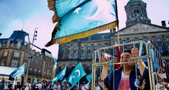 Uygur Türkleri Hollandada Çini protesto etti
