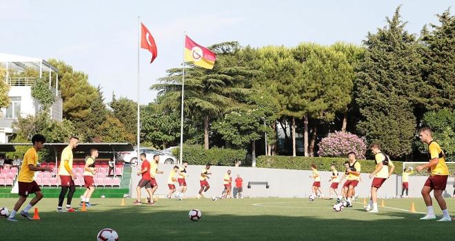 Son şampiyon Galatasaray sahaya çıktı