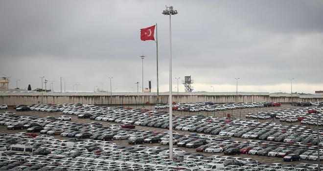 Otomotiv düşüşe rağmen ihracatta lider