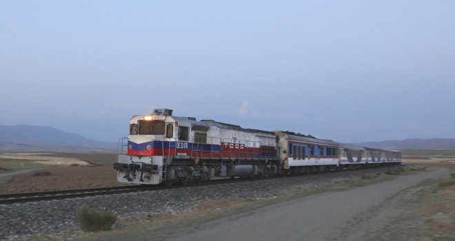 TahranAnkara treninin ilk yolcuları Vana ulaştı
