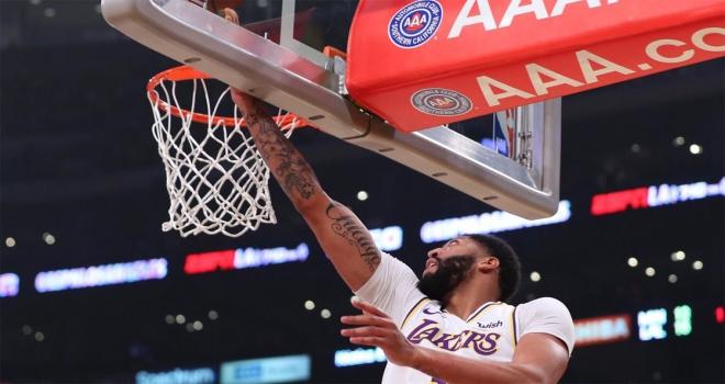 NBAde Lakers, Davisin 50 sayı attığı maçta Timberwolvesu yendi