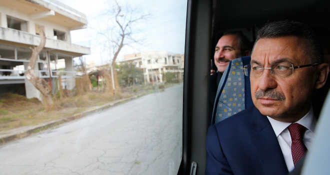 Cumhurbaşkanı Yardımcısı Fuat Oktay, kapalı Maraşı ziyaret etti