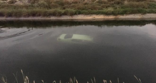 Sulama kanalına düşen otomobilde iki genç hayatını kaybetti