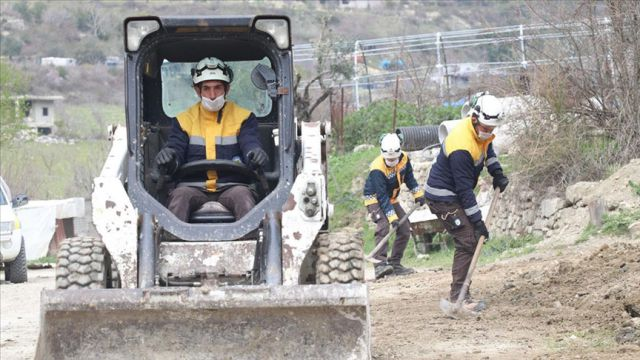 Beyaz Baretliler Türkmen Dağında savaş kalıntılarını temizliyor
