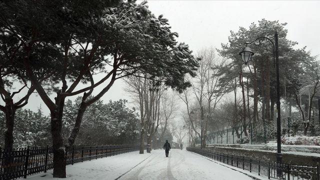 İstanbul'da yüksek kesimlerde kar yağışı etkili oluyor