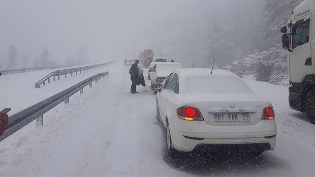 Kar yağışı Seydişehir-Antalya kara yolunda ulaşımı zorlaştırdı