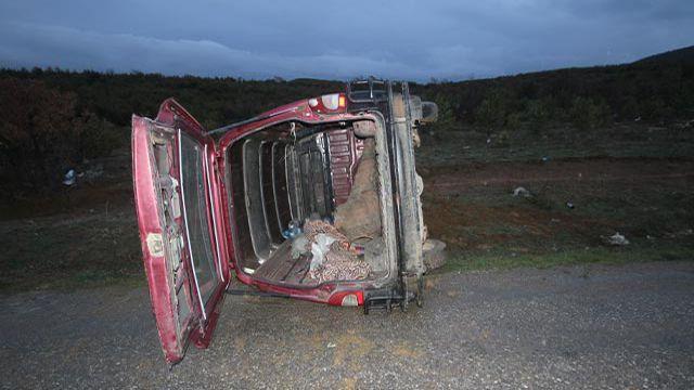 Beyşehir'de minibüs devrildi