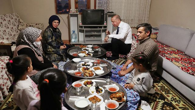 Cumhurbaşkanı Erdoğan'dan iftar süprizi