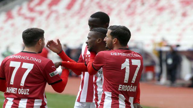 Sivasspor seriyi uzattı