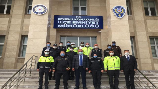 Üstün başarı gösteren polisler ödüllendirildi