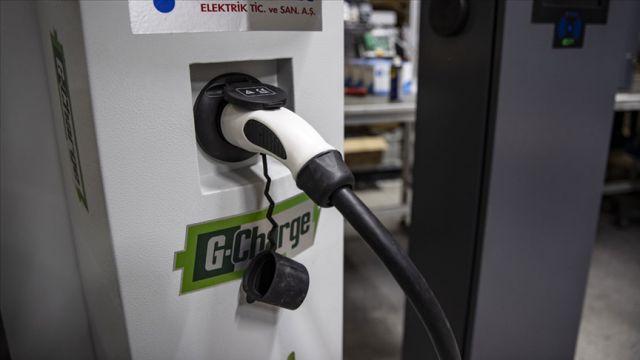 Elektrikli ve hibrit araçlar için şarj uyarısı