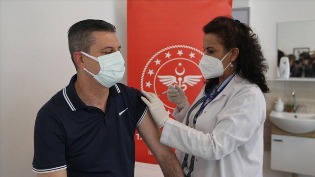 Kovid-19'la mücadele kapsamında uygulanan aşı miktarı 32 milyona yaklaştı