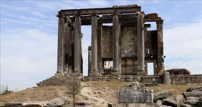 Zeus Tapınağı'nda Çavdar Türklerine ait 400 figür