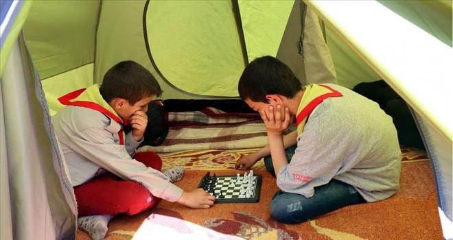 Sosyal okul yaşamı için izcilik kampları