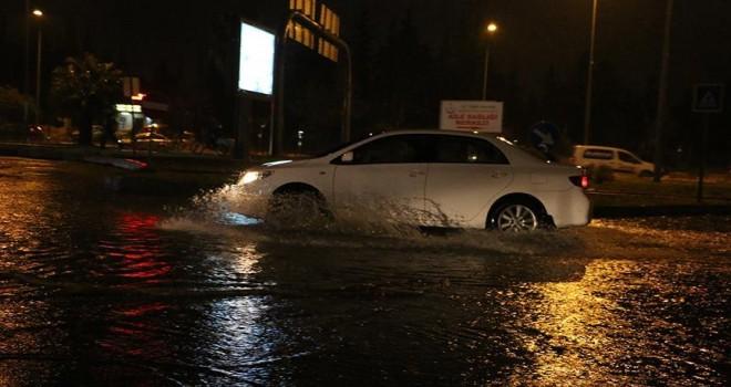 Antalya'da sağanak zor anlar yaşattı