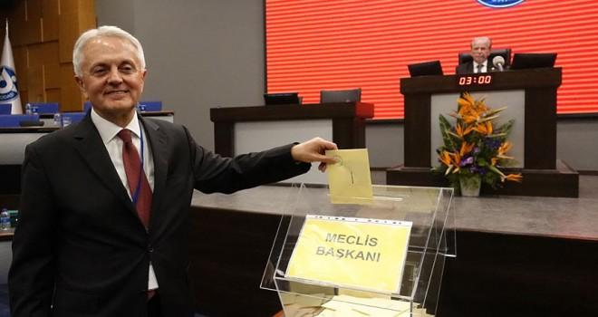 Özpoyraz, İZTO meclis başkanlığına seçildi
