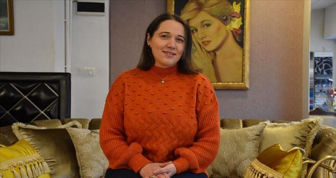 Mobilya döşemecisi kadının meslek aşkı