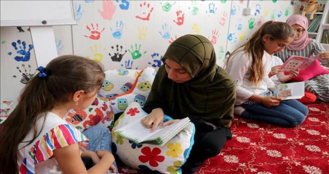 Türkmen yetimlere 'gönüllü eğitim'