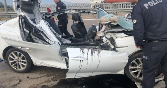 Uyuyan sürücü TIR'a arkadan çarptı